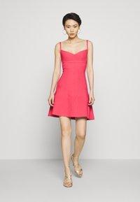 Hervé Léger - Sukienka z dżerseju - burnt rose - 1