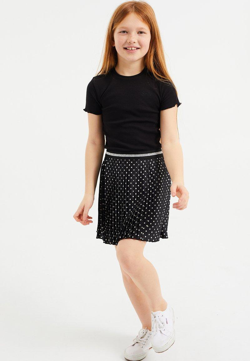 WE Fashion - SLIM FIT  - Basic T-shirt - black