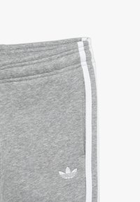 adidas Originals - OUTLINE HOODIE - Tepláková souprava - medium grey heather/white - 3