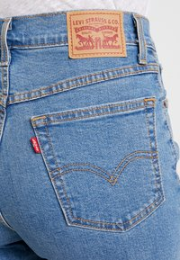 Levi's® - MOM JEAN - Jeans Tapered Fit - pacific sky - 5