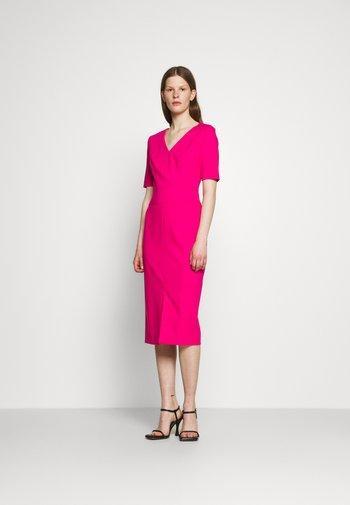 KELISEA - Žerzejové šaty - bright pink