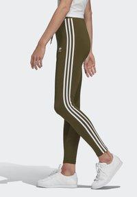 adidas Originals - LEGGINGS - Leggings - Trousers - green - 3