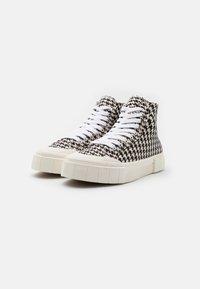 Good News - PALM CHECK - Baskets montantes - black/white - 1