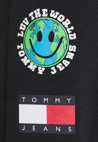 Tommy Jeans - LUV THE WORLD UNISEX - Pantalon de survêtement - black - 6