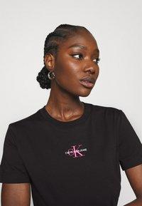 Calvin Klein Jeans - MONOGRAM LOGO TEE - T-paita -  black/party pink - 3