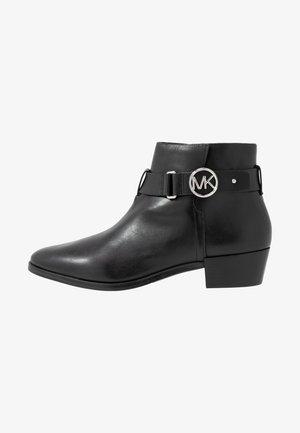 HARLAND - Kotníková obuv - black