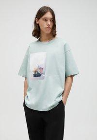 PULL&BEAR - Print T-shirt - grey - 0