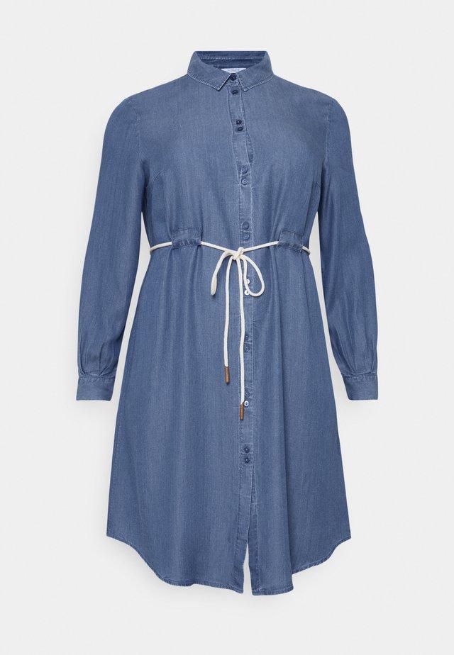 DRESS FLUENT WITH BELT - Vestido vaquero - blue denim