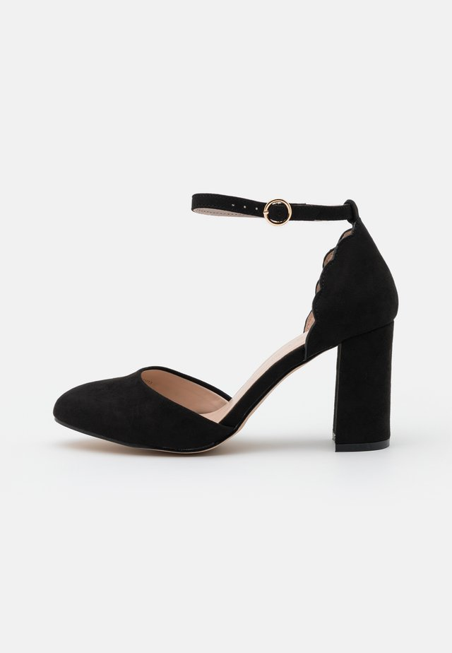 WIDE FIT DELANY COURT - Escarpins - black