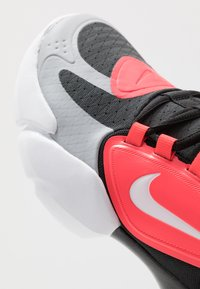 Nike Performance - AIR MAX ALPHA SAVAGE - Sports shoes - wolf grey/white/laser crimson/anthracite - 5