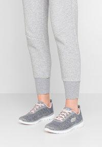 Skechers Sport - FLEX APPEAL 3.0 - Zapatillas - gray/light pink - 0
