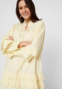 Pieces - Robe d'été - pastel yellow - 3
