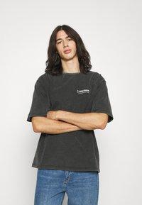 WRSTBHVR - CIRCLE VINTAGE UNISEX - Print T-shirt - vintage black - 0