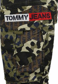Tommy Jeans - Cargo trousers - green camo - 3