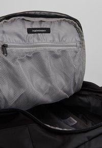 Peak Performance - VERTICAL DUFFLE  - Sports bag - black - 7