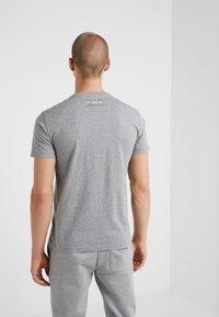 EA7 Emporio Armani - T-shirt z nadrukiem - light grey melange - 2