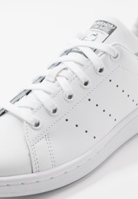 adidas Originals - STAN SMITH - Trainers - footwear white/grey three - 5