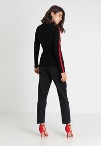 Morgan - MENTOI - Sweter - noir/rouge - 2