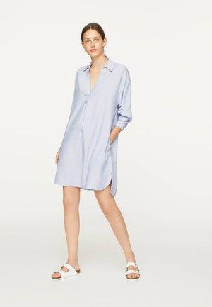 MIT BLAUEM STREIFEN - Noční košile - light blue