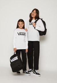Vans - BY VANS CLASSIC LS BOYS - Longsleeve - white/black - 3