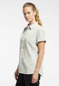 Haglöfs - IDUN SS SHIRT - Button-down blouse - soft white flower - 2
