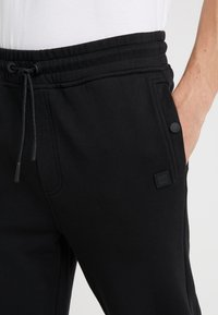 BOSS - SKYMAN - Pantalon de survêtement - black - 4