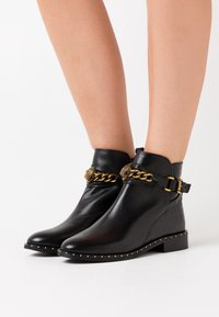Kurt Geiger London - CHELSEA JODHPUR - Botines - black - 0