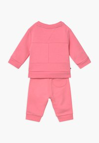 Tommy Hilfiger - BABY FLAG TRACKSUIT SET - Survêtement - pink - 1