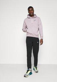Nike Sportswear - MODERN  - Träningsbyxor - black - 1