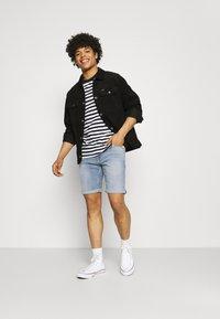 Tommy Jeans - SCANTON SLIM  - Denim shorts - hampton - 1