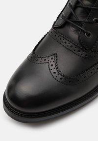 Scotch & Soda - NATRON - Šněrovací kotníkové boty - black - 5