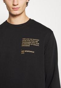Nike Sportswear - CREW - Sweatshirt - black/gold foil - 5