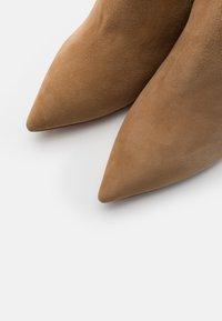 Pura Lopez - Classic ankle boots - montone - 5