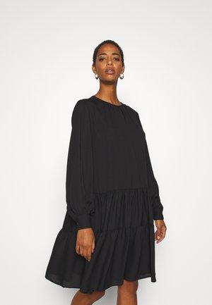 SLFAMAYA SHORT DRESS - Denní šaty - black