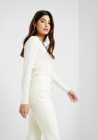 New Look Petite - WAIST ENHANCE MOM - Slim fit jeans - white - 3