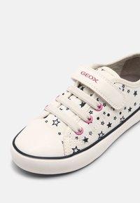 Geox - GISLI GIRL - Trainers - off white - 4