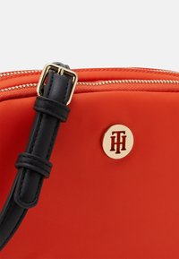 Tommy Hilfiger - POPPY CROSSOVER - Torba na ramię - orange - 3