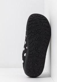 SUBU - SUBU SLIP ON - Klapki - black/white - 4