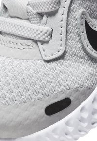 Nike Performance - REVOLUTION 5 UNISEX - Zapatillas de running neutras - photon dust/hyper pink/white/black - 5