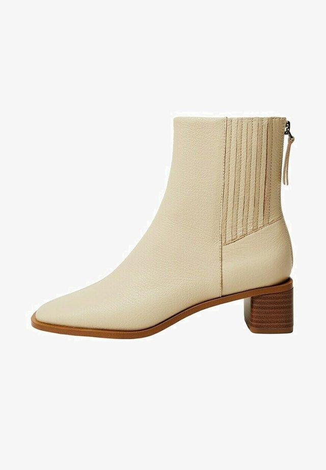SOFT - Ankle boot - blanc cassé