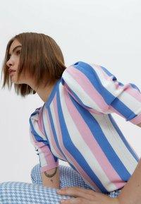 Uterqüe - Print T-shirt - pink - 4