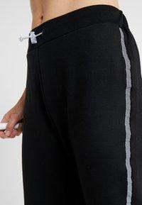 South Beach - REFLECTIVE SPORTS STRIPE - Spodnie treningowe - black - 3