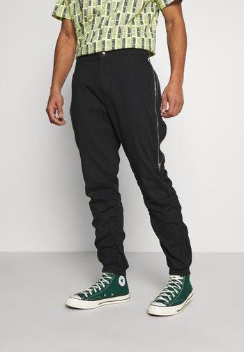 GATHERS PANTS - Cargo trousers - black