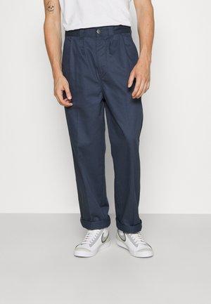 OSCARVILLE PLEATED PANT - Pantalon classique - navy blue