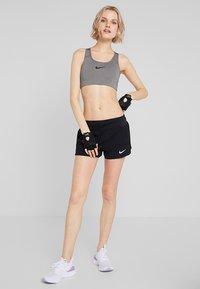 Nike Performance - CLASSIC - Sportovní podprsenka - grey - 1