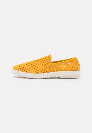 UNISEX - Nazouvací boty - punch yellow