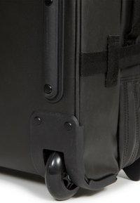 Eastpak - TRANVERZ - Wheeled suitcase - black - 4