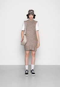 Pieces - PCFREE O NECK MINI DRESS - Jumper dress - silver mink - 1