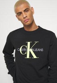 Calvin Klein Jeans - MONOGRAM CREW NECK - Felpa - black - 3