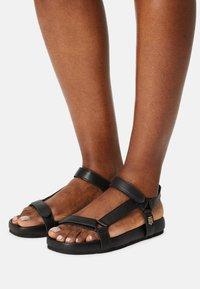 Tommy Hilfiger - INTERLOCK FLAT - Sandals - black - 0
